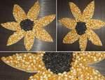 Sonnenblume aus Maiskörner und schwarzen Linsen